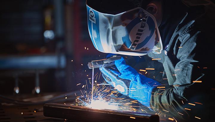 DC welding helmet