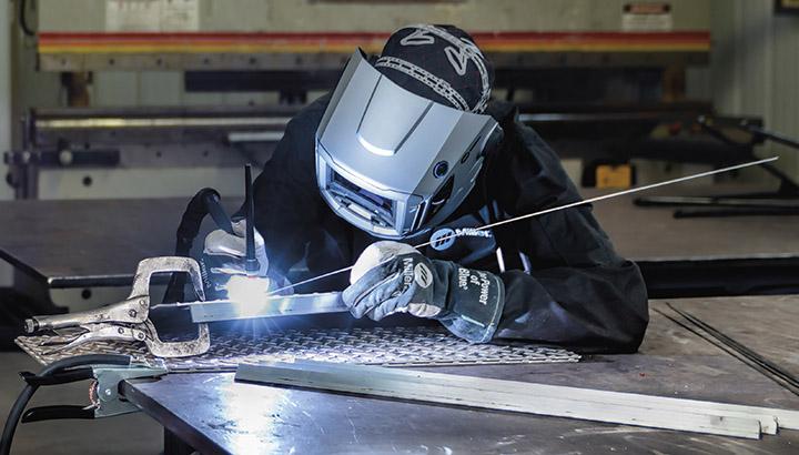 AC welding helmet