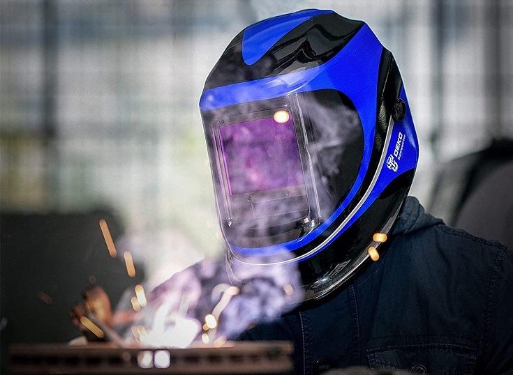 Solar welding helmet